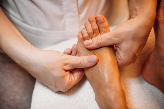 cómo masajear pies, masajes en los pies para dormir, pies reflexología