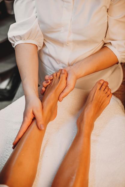 cómo hacer masaje de pies paso a paso, masajes para los pies paso a paso